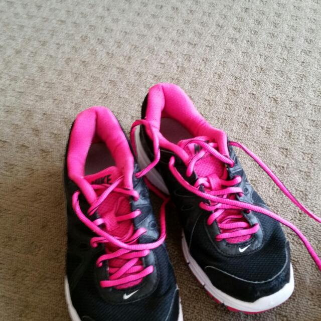 Womens Nike Sneakers black and pink US 7.5