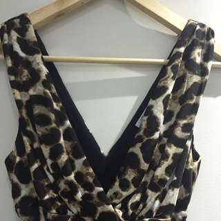 Womens Leopard Print Ruched Body Con V-Neck