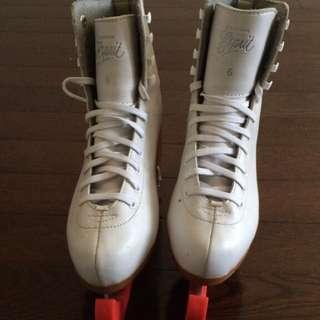 WHITE FIGURE SKATES + SKATE GUARDS