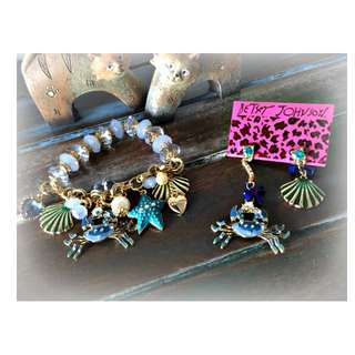 BRAND NEW GORGEOUS BETSEY JOHNSON DESIGNER NAUTICAL OCEAN BRACELET AND EARRINGS SET