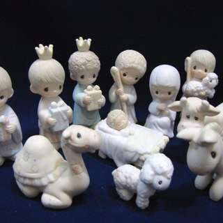 MIB Precious Moments COME LET US ADORE HIM, E-2395 (Mini Nativity)