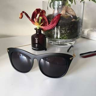 Oversize black Cat Eye Sunglasses