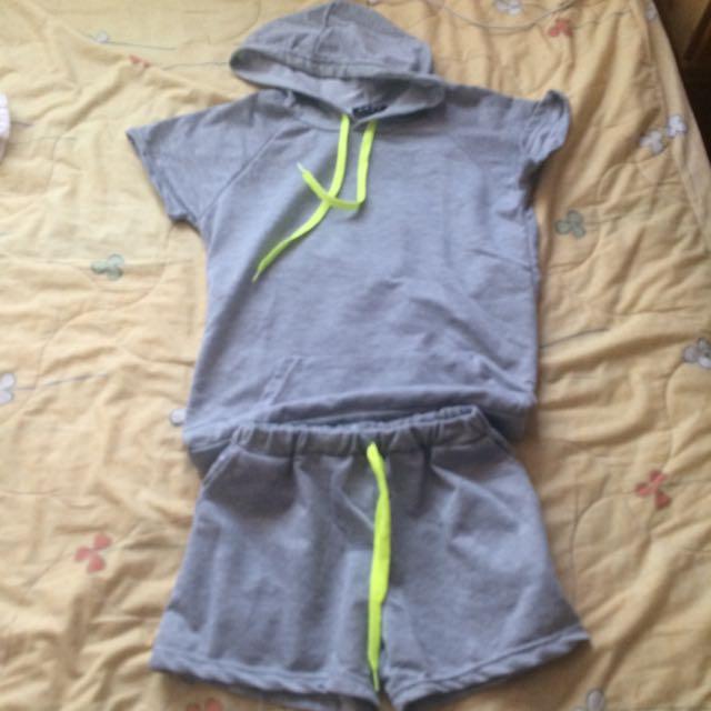 灰色休閒運動衣😀