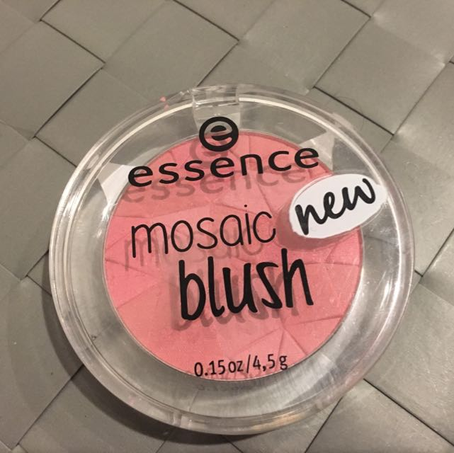 Essence Mosaic Blush