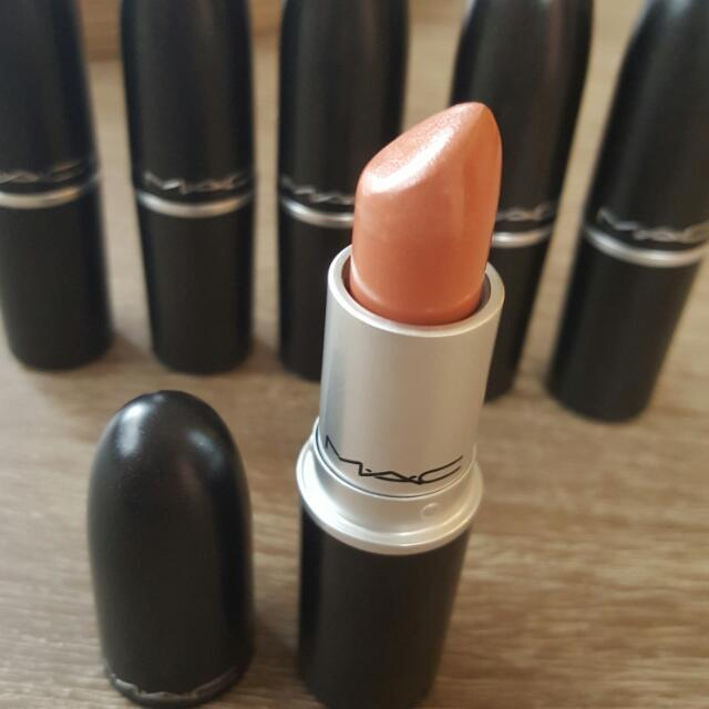 MAC LIPSTICK 'SHY GIRL'