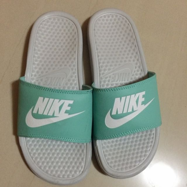 Nike拖鞋/保留中