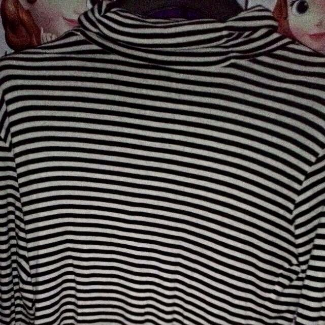 Turtle Neck Garis-garis