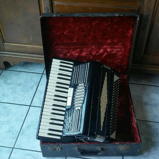Vintage Accordion 35/23  Made in Italy