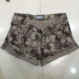 Shorts Size 25