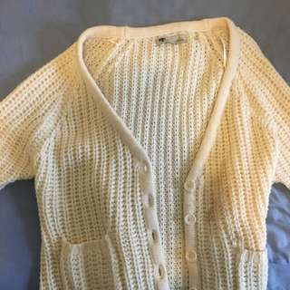 WHTE KNITTED CARDIGAN