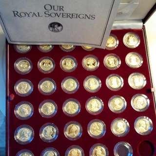 英國1200年历任皇帝纪念金章。(英國制造,歷二年集齊70枚)。倘若有心人認購,本人願兔費送贈英女皇1977年登基25週年纪念章,作謝意!
