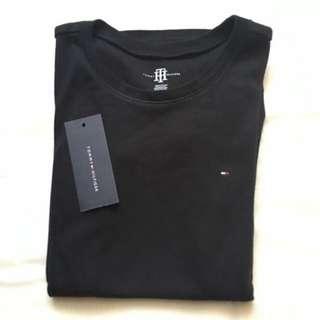 全新✨Tommy Hilfiger🇷🇺圓領黑素T-shirt