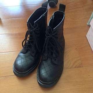 黑色菱格馬丁靴37號(23.5)