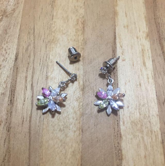 贈品區 消費滿400 可選贈全新花花垂吊耳環
