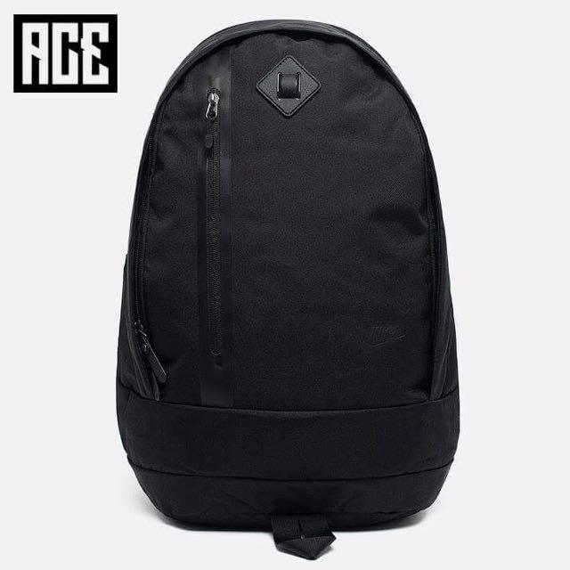 ACE LAMN 代購 NIKE 後背包 全黑 素色 兩夾層 可放水壺 筆電 原價1850