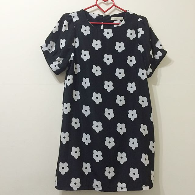 Catworld白色小花黑底短袖洋裝👗M號