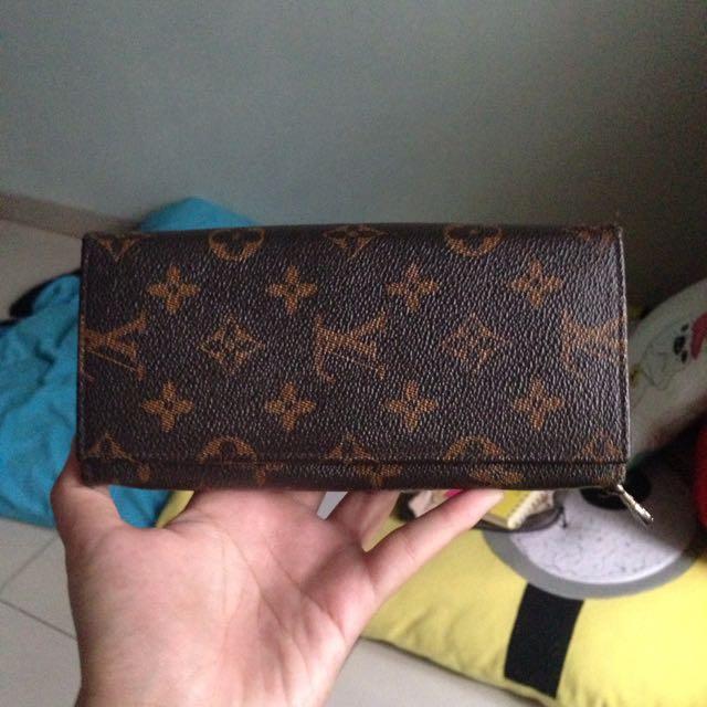Dompet Louis Vuitton