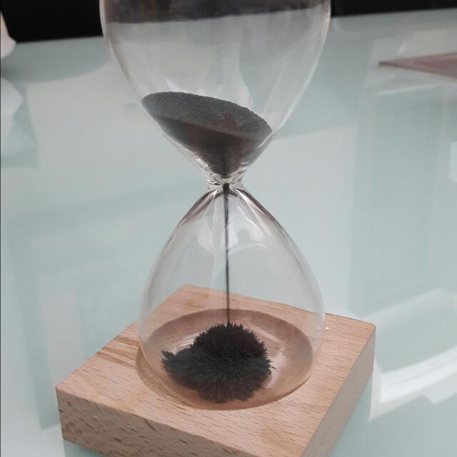 Magnetic Sandclock