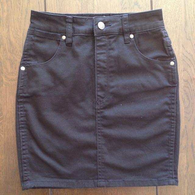Wrangler Black High Waisted Skirt Size 6