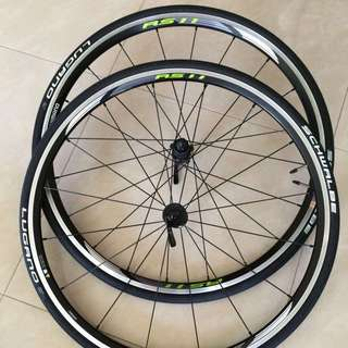RS11 Shimano Wheelsets with Schwalbe Lugano tire