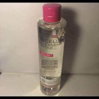 Micelles cleansing water