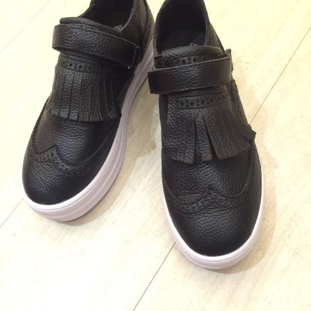 正韓特賣,全真皮,黑色流蘇雕花厚底休閒鞋