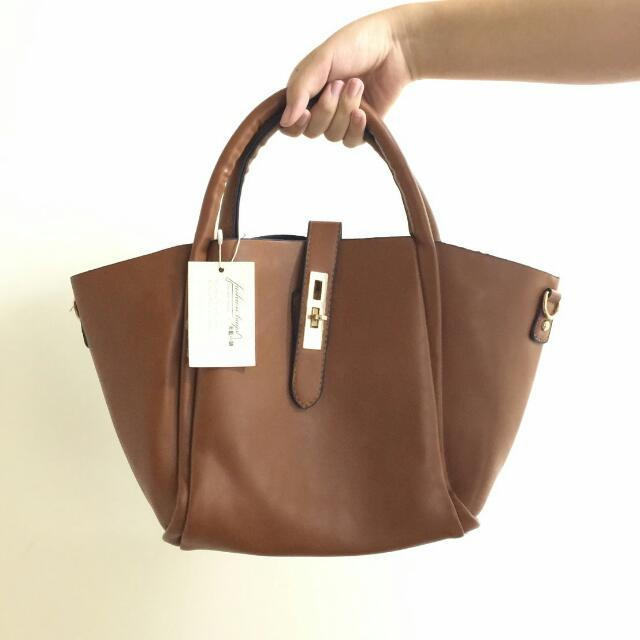 全新皮製咖啡色手拿/側背包