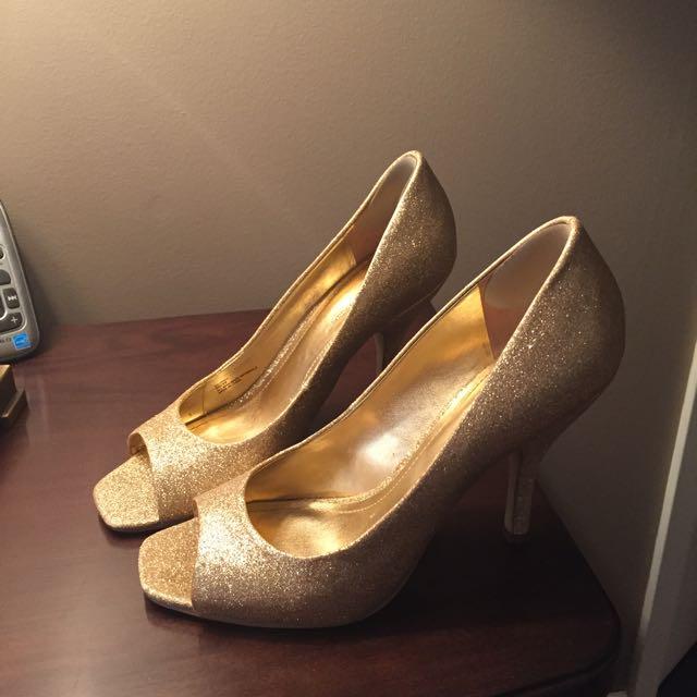 BCBG Peep Toe Gold Sandal. Size 9