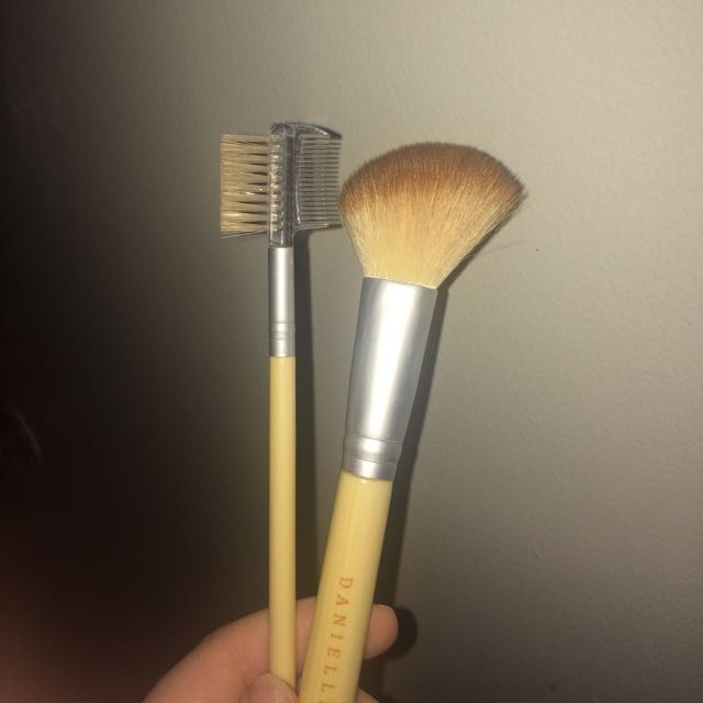 Contour/Blush Brush And Brow Comb / Brush