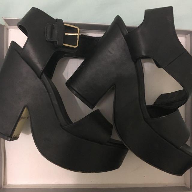Spendless Jezebel Shoes in black