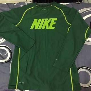 XL號-Nike綠色排汗衣 內有 各式鞋子 球衣 牛仔褲 外套