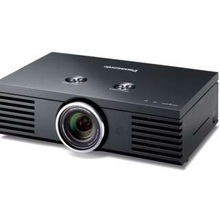 Theatre Projector Panasonic PT-AE3000 Almost New 17 Hrs Lamp Run Only.