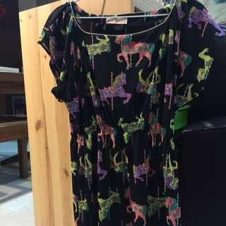 🚚 二手日本專櫃品牌Hana Kiss 黑色洋裝,小馬圖案超吸睛,尺寸F