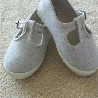 Country Road Unisex Shoes Size 24
