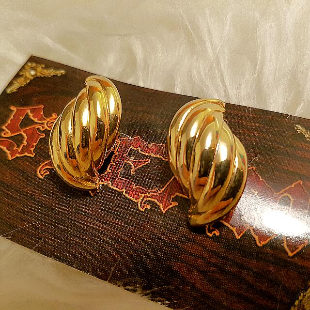 2 Pairs Of Preloved Vintage Gold Clip On Earrings