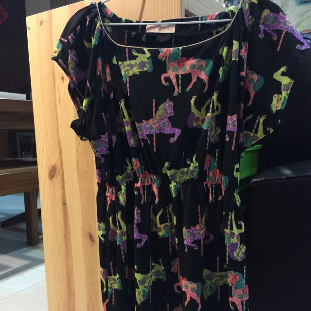 二手日本專櫃品牌Hana Kiss 黑色洋裝,小馬圖案超吸睛,尺寸F