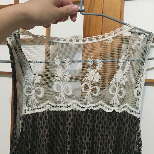 黑蕾絲裙 背後設計白蕾絲