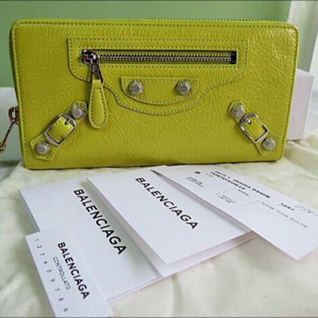 巴黎世家 皮夾 黃綠色 銀扣 (保留待匯款 太多人詢問沒法一一回覆 不好意思)