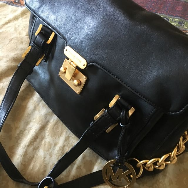 Authentic Micheal Kors Purse And Body Bag