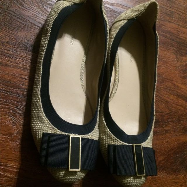 Banana Republic Gold And Navy Ribbon Flats