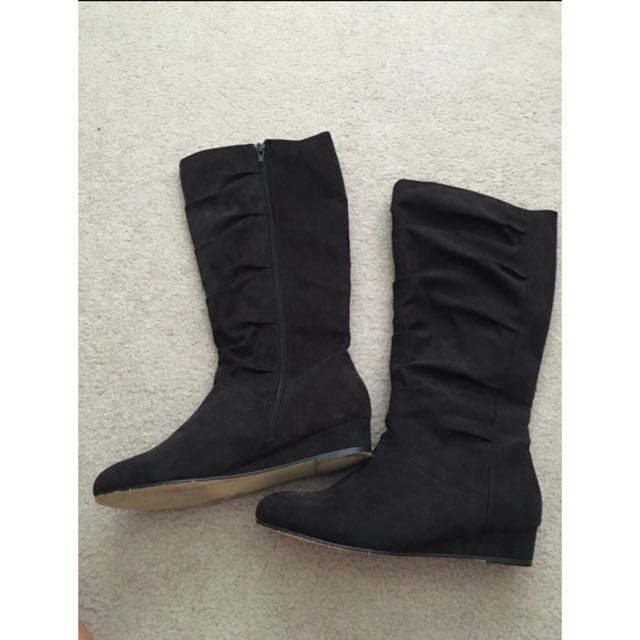 Black Small Wedged Boots