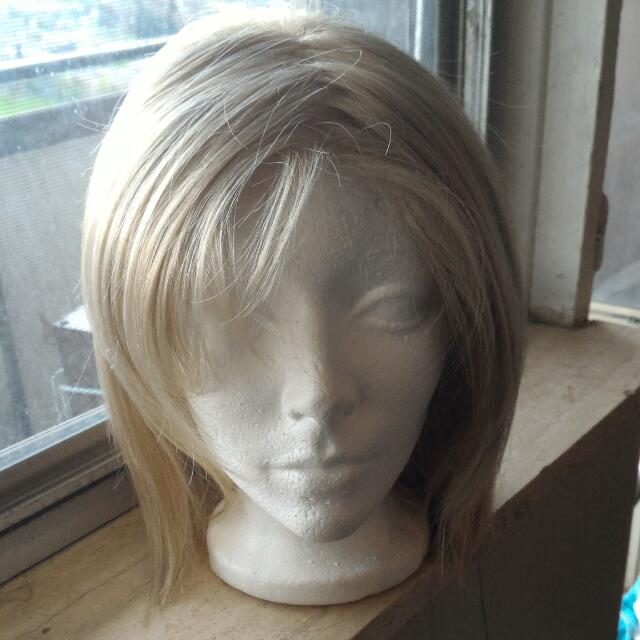 BRAND NEW BLONDE SYNTHETIC WIG