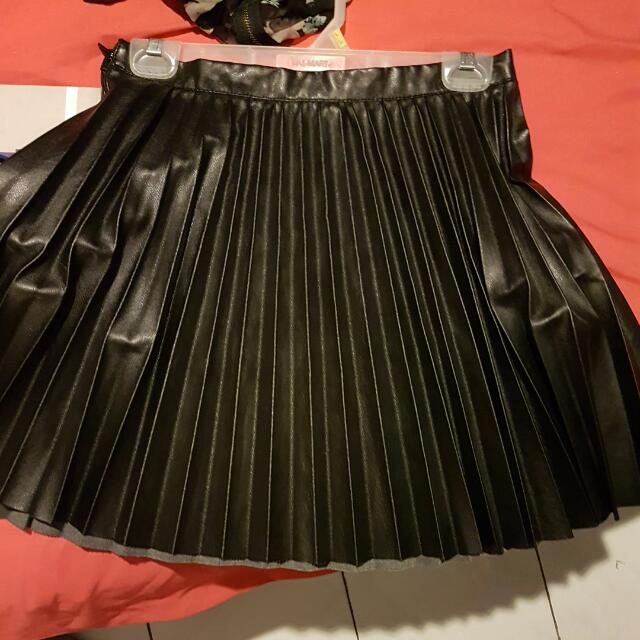 Brand New Pleated Faux Leather Skirt. Size Small/medium