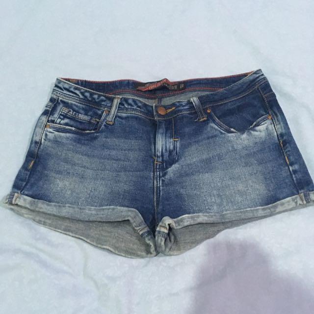Celana Pendek Jeans Zara