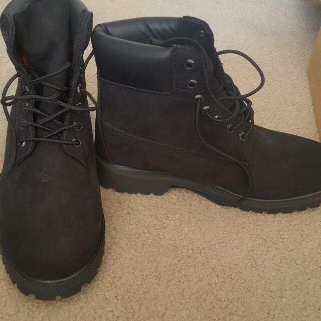 Never Been Worn Brand New Still In Original Box Black Timberlands MENS Size 9