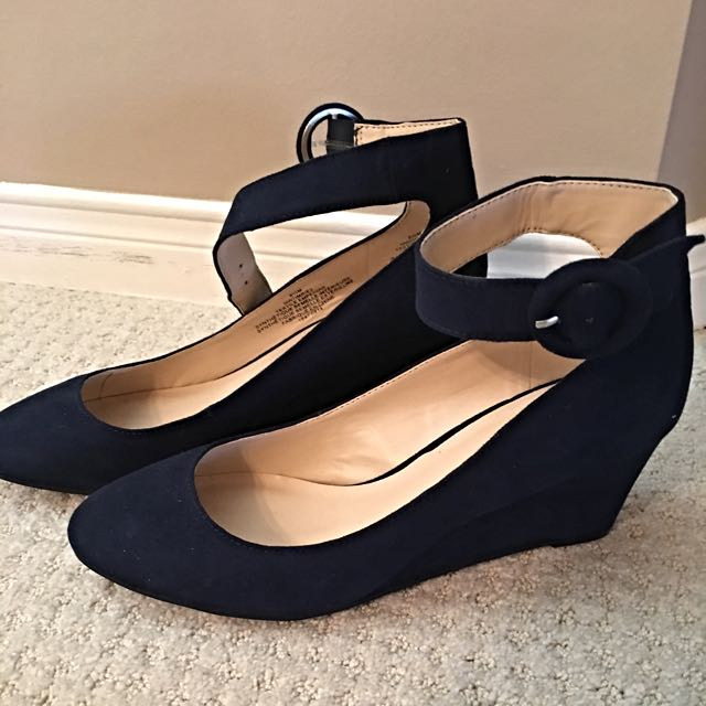 Nine West (worn Once) Size 8.5 Navy Suede Shoes