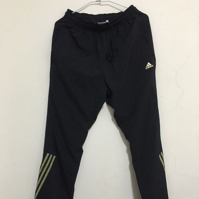 S號-Adidas運動長褲 內有 各式鞋子 球衣 牛仔褲 外套