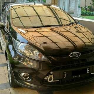 Mobil Ford Fiesta