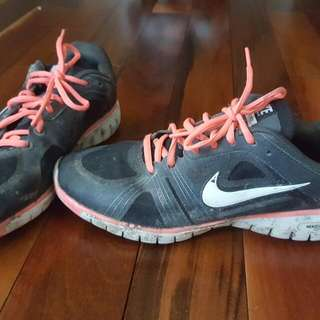 Nike Runners - Black And Pink Size 7.5