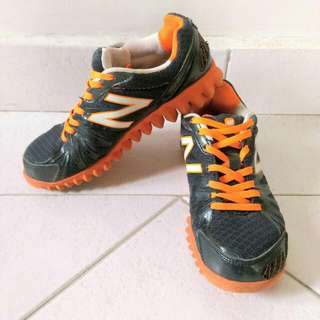 NEW BALANCE running shoes